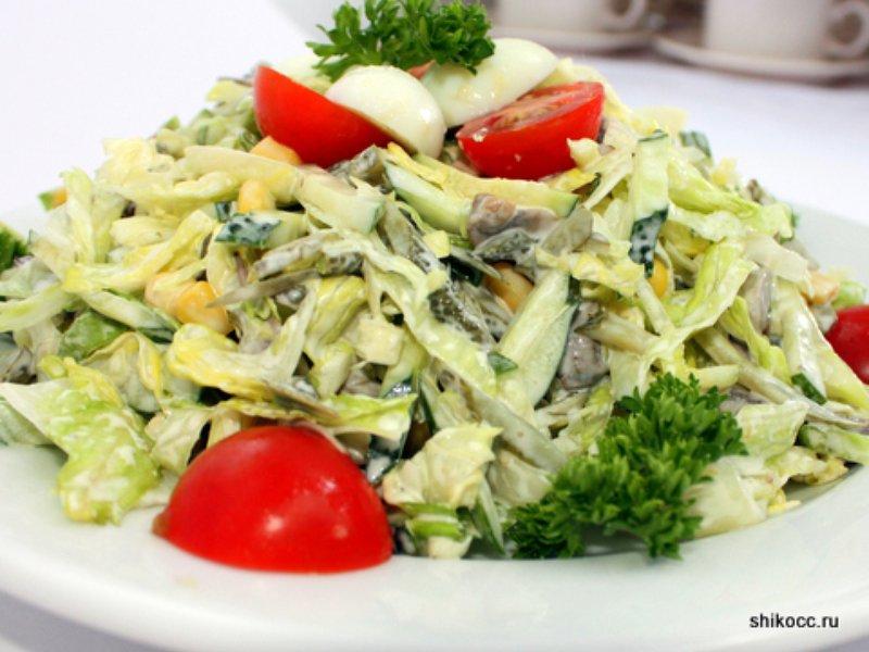 Салат с жареными шампиньонами и солеными огурцами рецепт